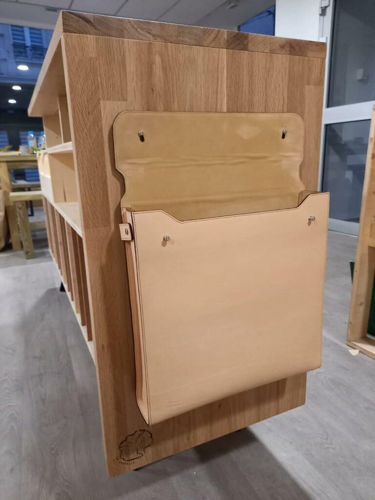 Pochette à vinyles en cuir (accrochée)