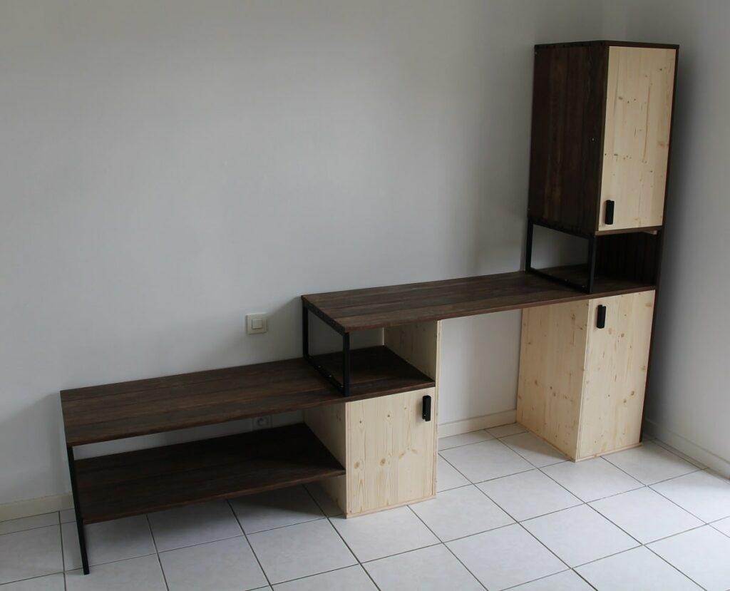 bureau en bois de récupération et épicéa