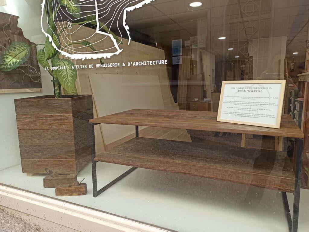 Menuiserie Romans - Table et jardinière en bois de récupération